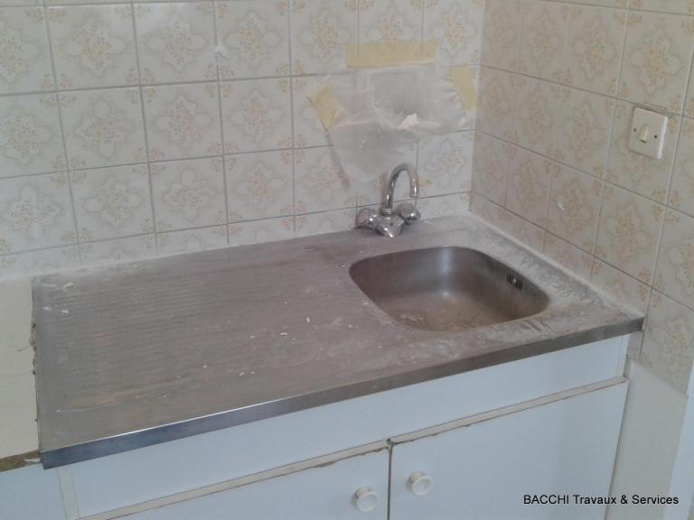 AVANT : 1 grand évier et pas d'espace de cuisson, ni lave linge