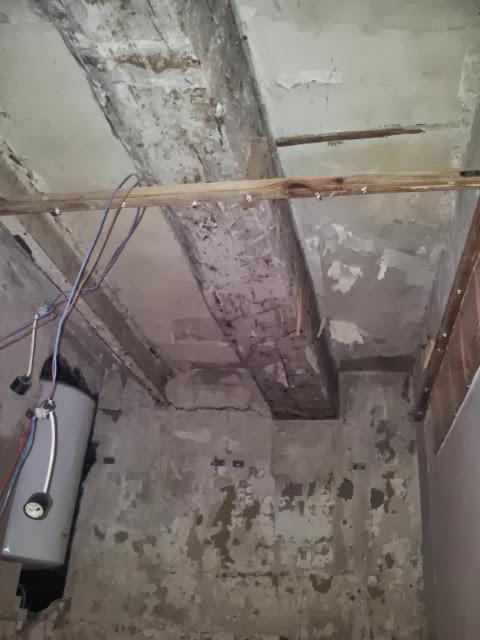 Démontage faux plafonds, reprise électricité, plomberie